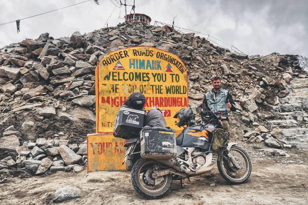 Ez is India •  Fotó: Instagram/Bezsnei Andor