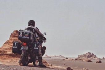 Két keréken a világ körül: egy évig kalandozott az erdélyi motoros