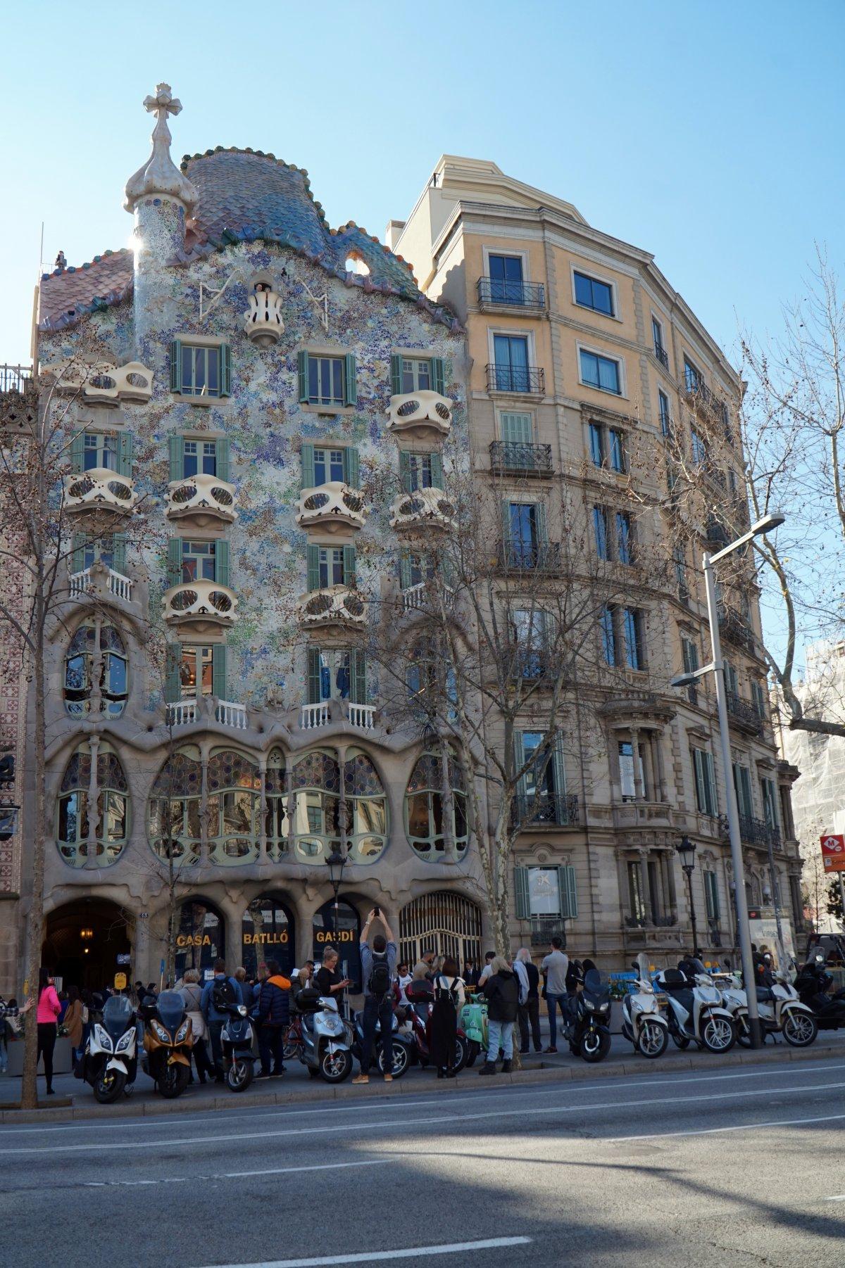 A Casa Batlló, Gaudi egyik híres alkotása •  Fotó: Deák Szidónia