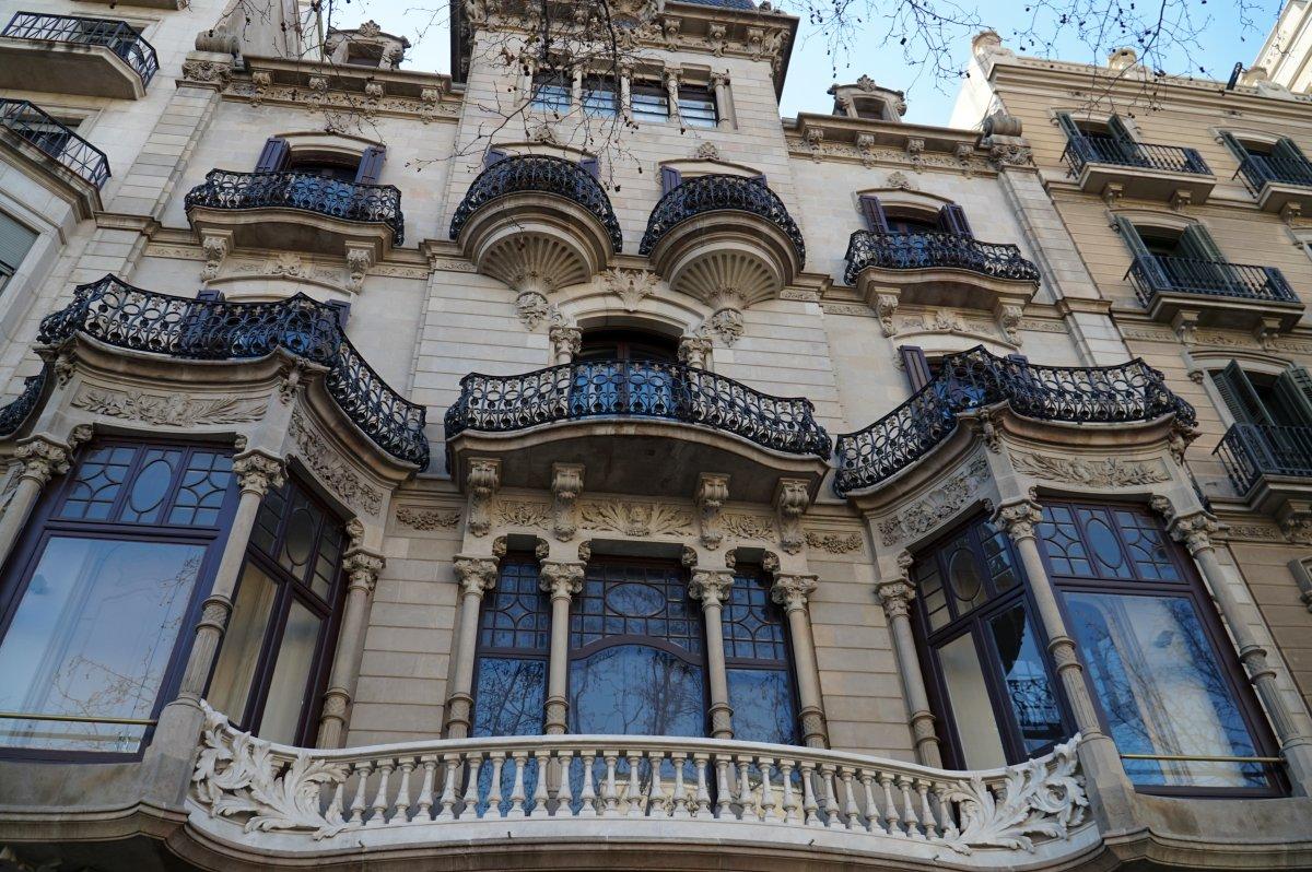 Ilyen házak vannak a La Ramblán •  Fotó: Deák Szidónia