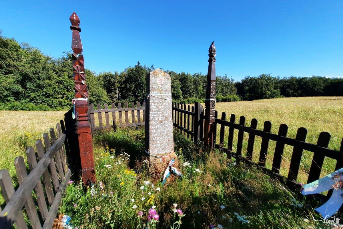 A Bekecs-hegy másik nevezetessége az 1916-os csata emlékműve. Az augusztusi román betörést októberben itt sikerült megállítani •  Fotó: Rédai Attila