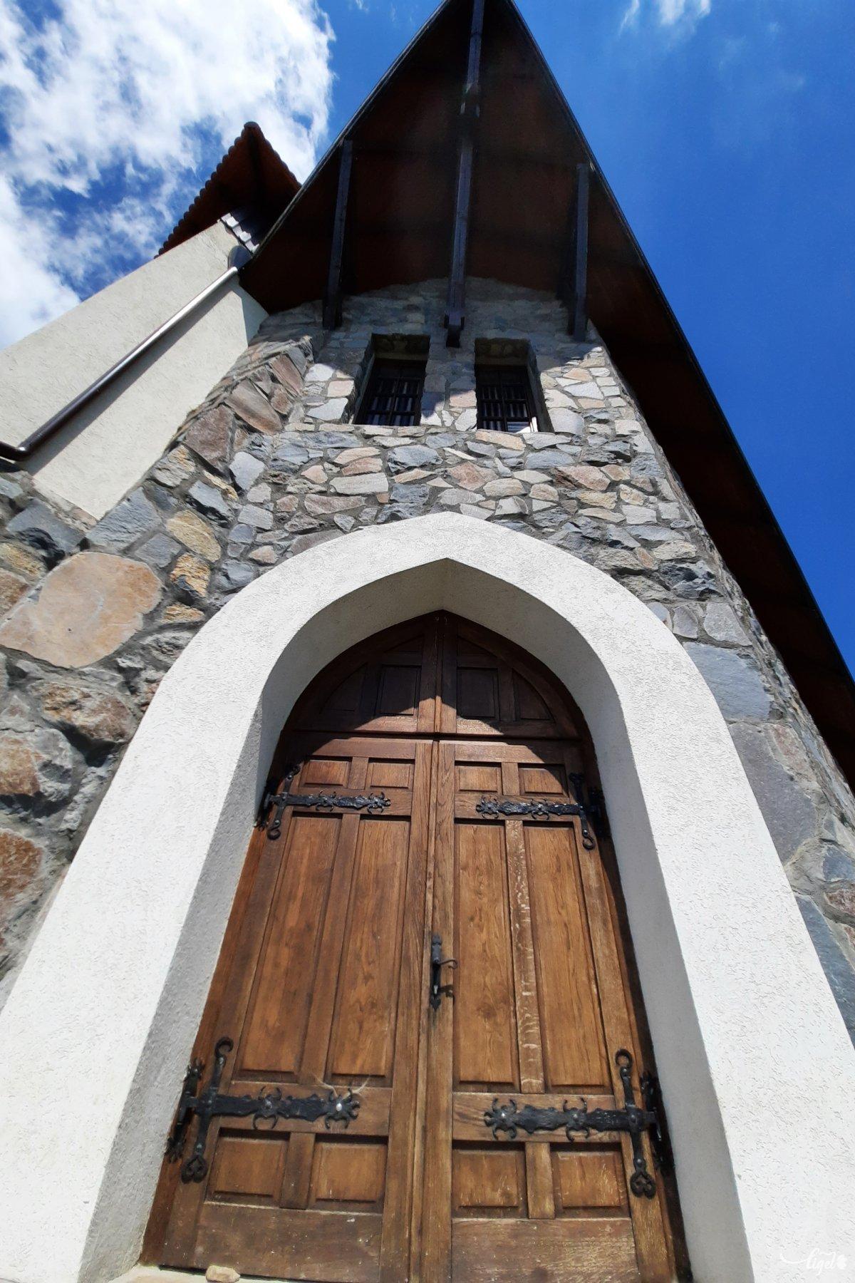A keresztút kialakítása – akárcsak tíz évvel  ezelőtt a bekecsi kápolna megépülése is – az összefogás eredménye: a különböző vallási felekezetek, az önkormányzatok, a környékbeli vállalkozók és lelkes magánemberek összefogásáé, írja ugyanaz a portál •  Fotó: Rédai Attila