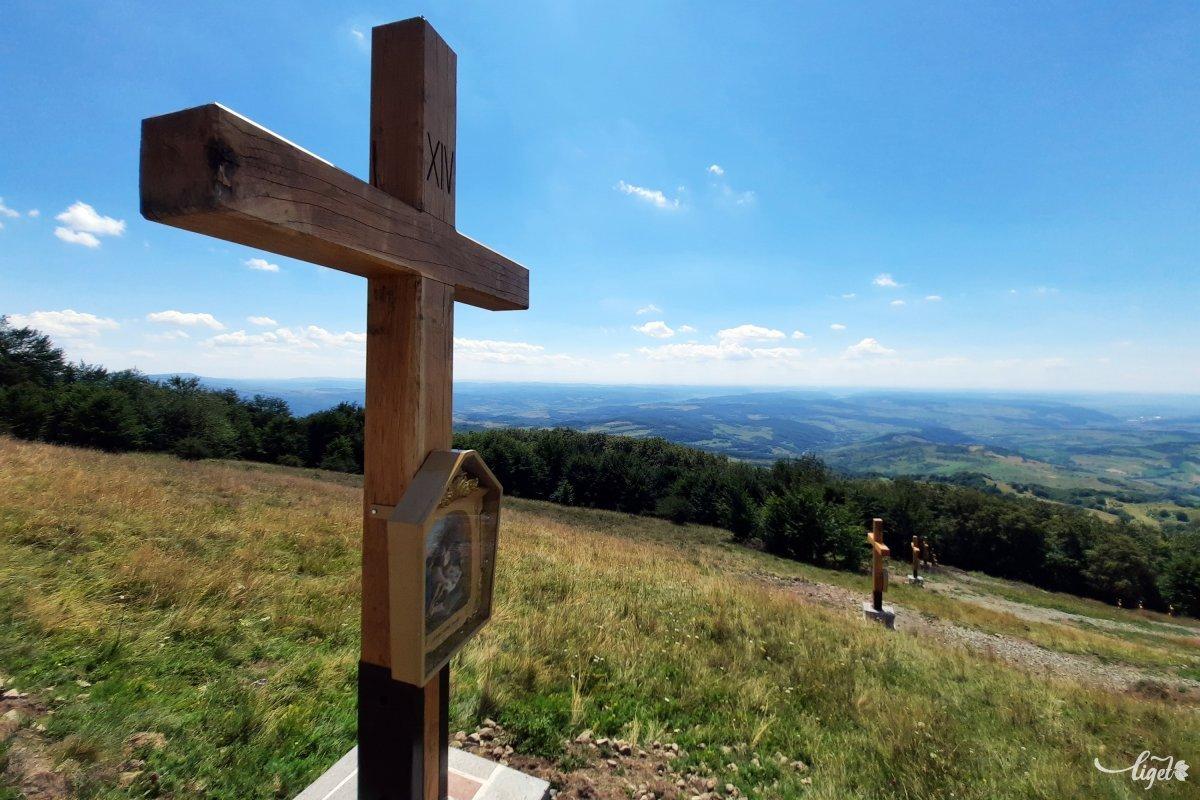 A hegy mindig is fontos lehetett vallási szempontból, a csúcs közelében még négyszáz évvel ezelőtt is kápolna állt •  Fotó: Rédai Attila