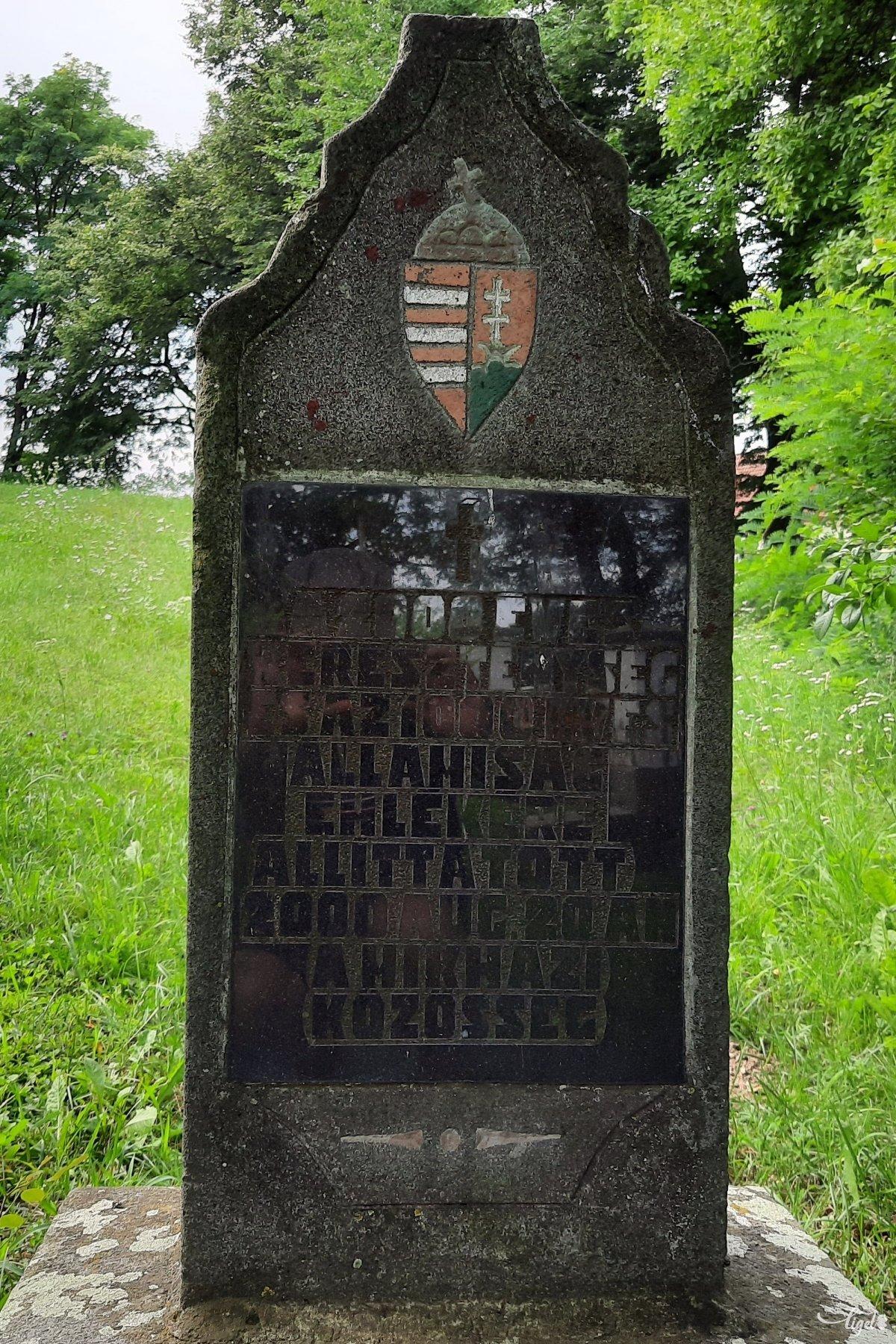 A mikháziak milleniumi emlékműve is itt lelt otthonra •  Fotó: Rédai Attila