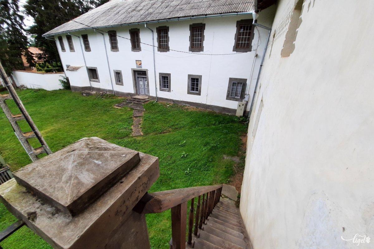A kolostor épületének nagyobbik része a kommunista államosítást követően itt létrehozott elmegyógyintézet tulajdonában van a mai napig •  Fotó: Rédai Attila