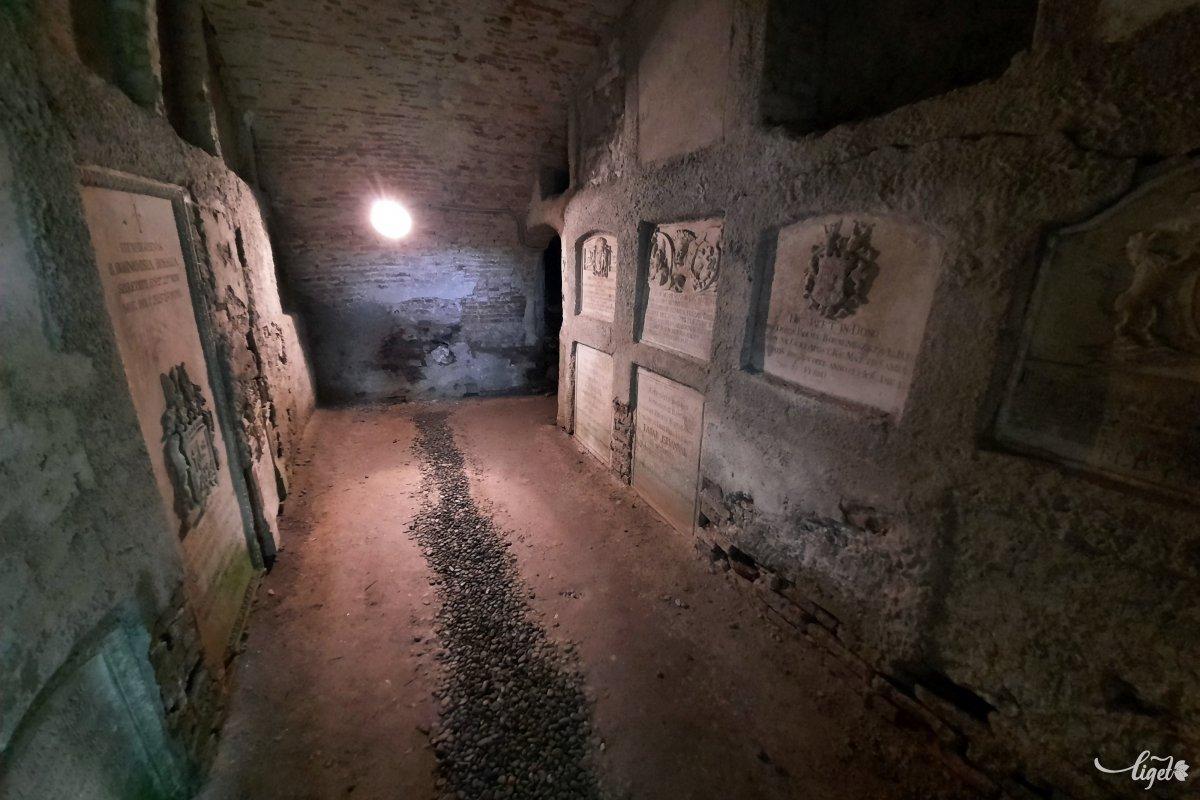 A kripta belülről: igazán sejtelmes •  Fotó: Rédai Attila