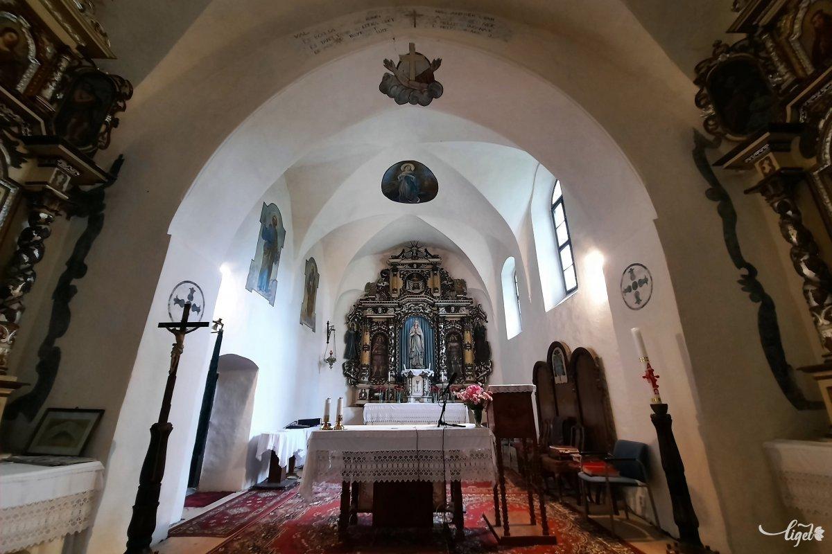 A kőből épült templomot és kolostort egy vályogból készült épület előzte meg, tudjuk meg Balla Zsigmondtól •  Fotó: Rédai Attila