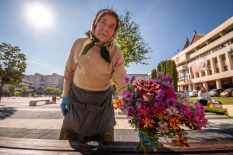 A jól eltelt élet: a virágárus Nunu mama