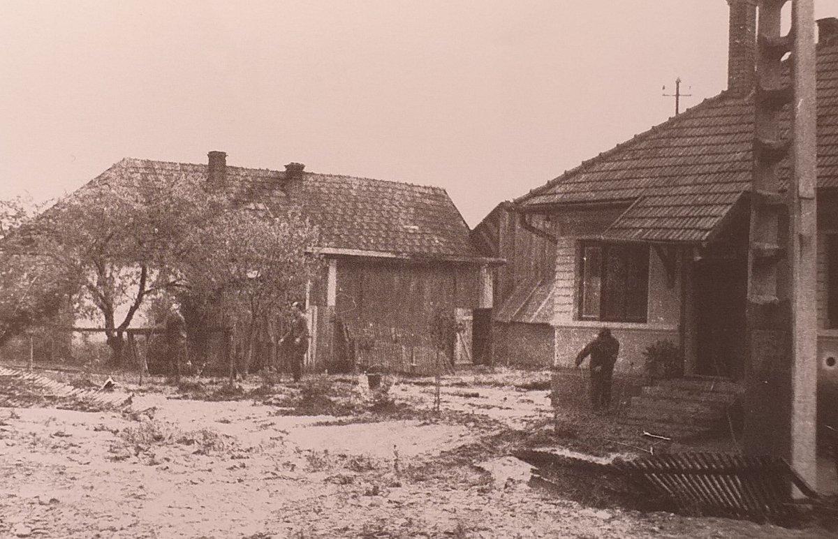 Megtöltötte hordalékkal a várost a folyó (1970) <span class=