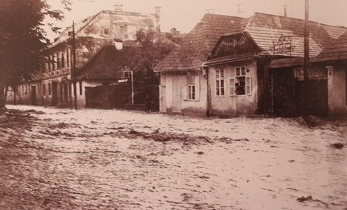 Árvíz az Árpád utcában (1975) <span class=