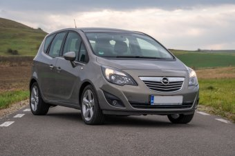 Szekrénybe zárt ajándékcsomag: Opel Meriva B