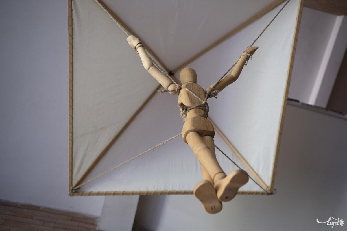 Az ejtőernyő őse •  Fotó: Veres Nándor