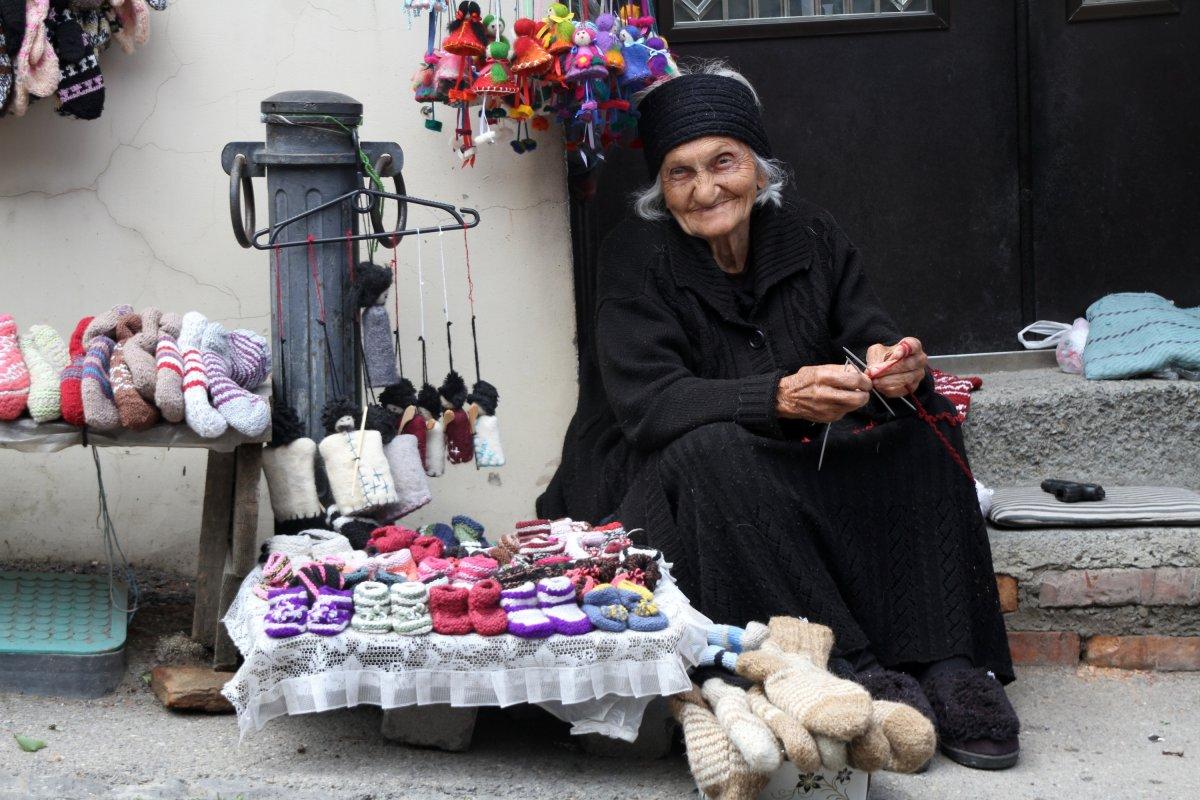 A festői Sighnaghi sétálóutcáján a csurcsela mellett nemez emléktárgyakat is lehet vásárolni •  Fotó: D. Balázs Ildikó