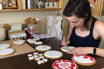 Mézes románc: meglepetés-szerelem süteményekkel