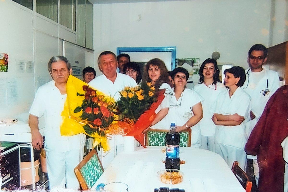 A belgyógyászati osztály munkaközössége valamikor a 90-es években. Balról a második dr. Piros György főorvos •  Fotó: Forrás: a Csíkszeredai Megyei Sürgősségi Kórház gyűjtése