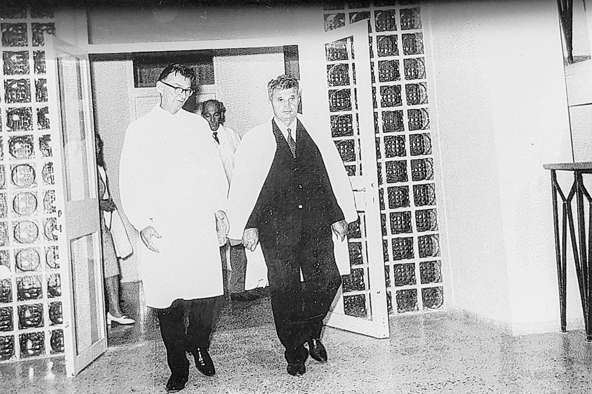 Nicolae Ceaușescu főtitkár a kórházavatáson, 1971. augusztus 14-én •  Fotó: Forrás: Aurel Sbârcea archívuma