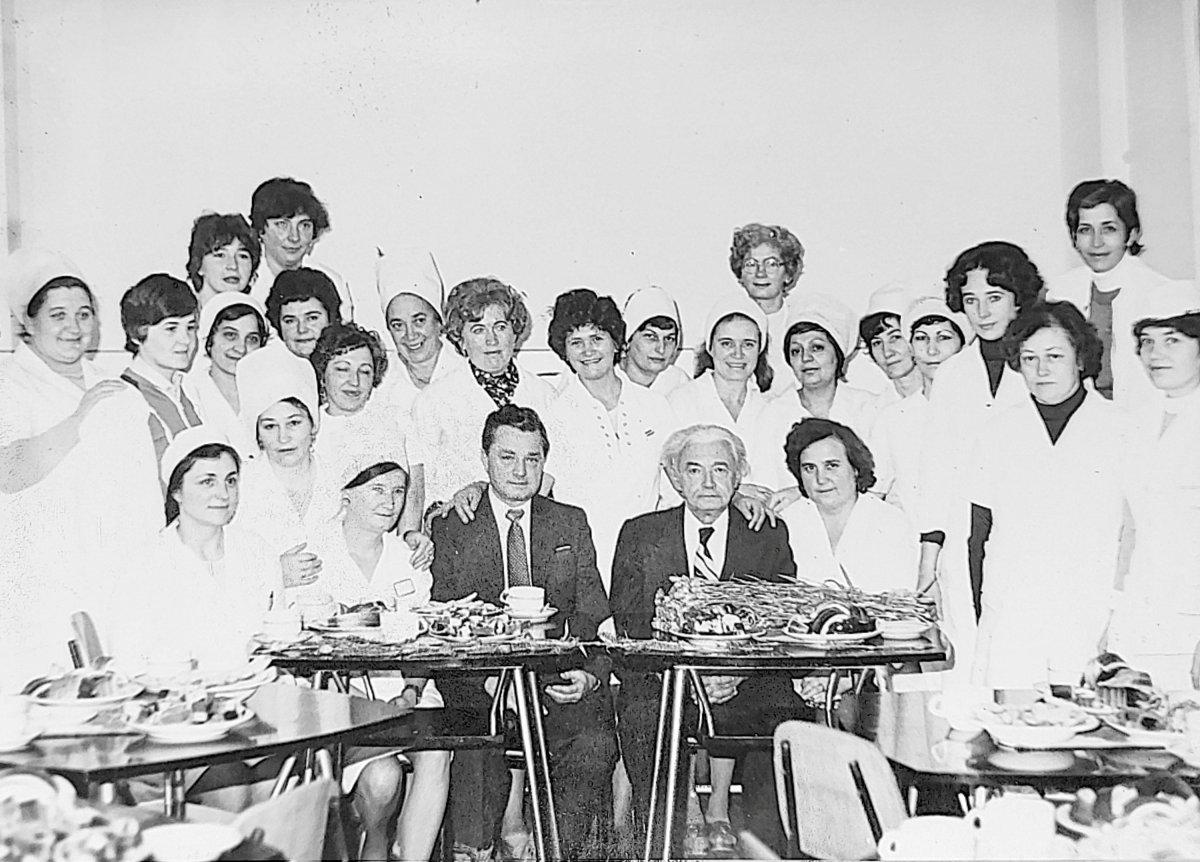 Az újszülöttgyógyászati osztály munkaközössége valamikor a 70-es, 80-as években •  Fotó: Székely Csaba