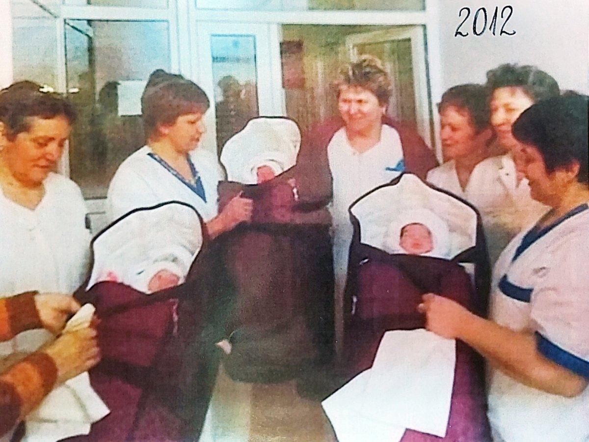 Nagy ünnep volt 2012-ben, amikor hármas ikrek jöttek világra a kórházban •  Fotó: Forrás: a Csíkszeredai Megyei Sürgősségi Kórház gyűjtése