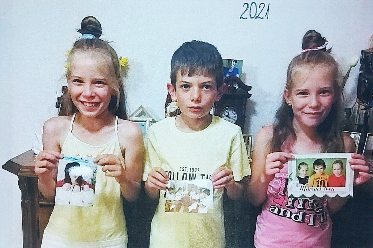 A hármas ikrek ma: Betti, Ádám és Kitti •  Fotó: Forrás: a Csíkszeredai Megyei Sürgősségi Kórház gyűjtése