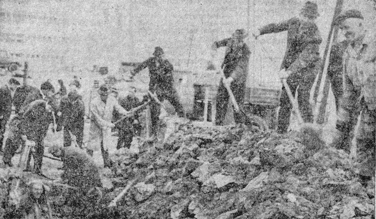 Önkéntesek az építőtelepen, Hargita, 1971. április 9. •  Fotó: Forrás: a Csíkszeredai Megyei Sürgősségi Kórház gyűjtése