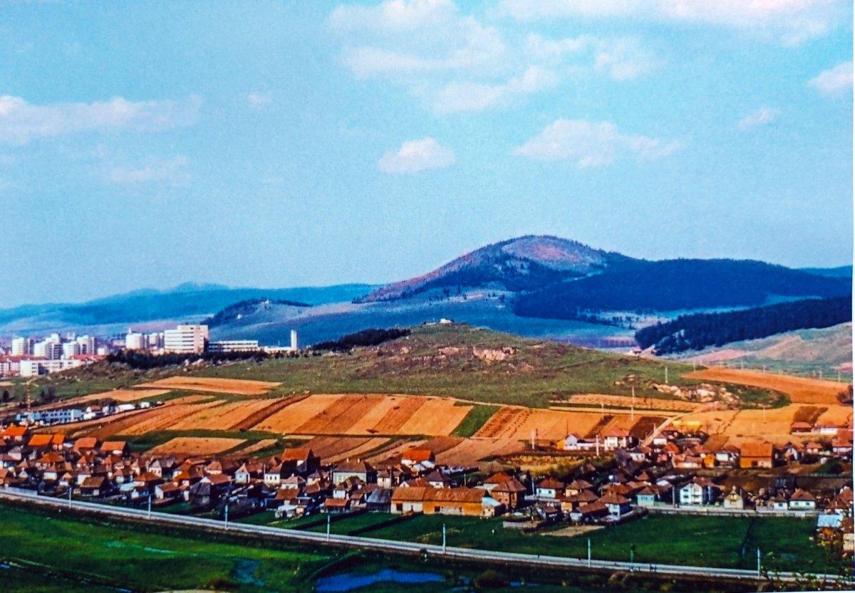 A 80-as évek közepén így nézett ki a kórház és környéke (diapozitívról másolt fotó) •  Fotó: Kraft Zsolt
