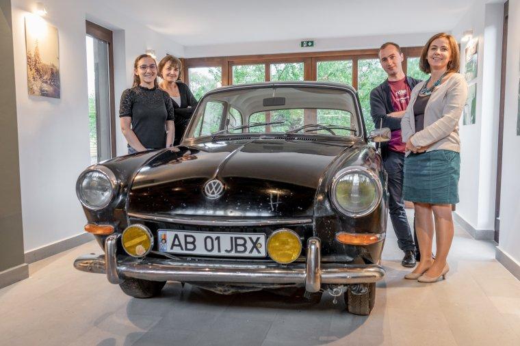 Multifunkcionális tér püspöki autóval: központ a zarándokoknak, a közösségnek