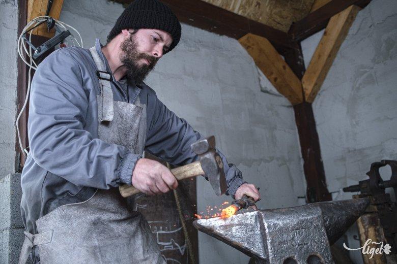 Régi kovácsmesterek nyomdokain: Szén Mátyás