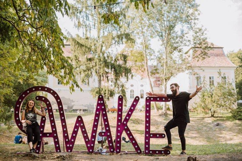 Bohém bulizókat vár a butikfesztivál. Nyerj jegyet a kastélykerti Awake Fesztiválra!