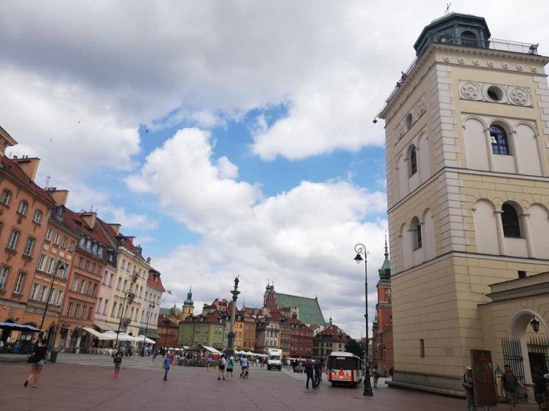 Újabb szigorítások jönnek szombattól Lengyelországban: bezárnak a boltok, fodrászatok, sportlétesítmények