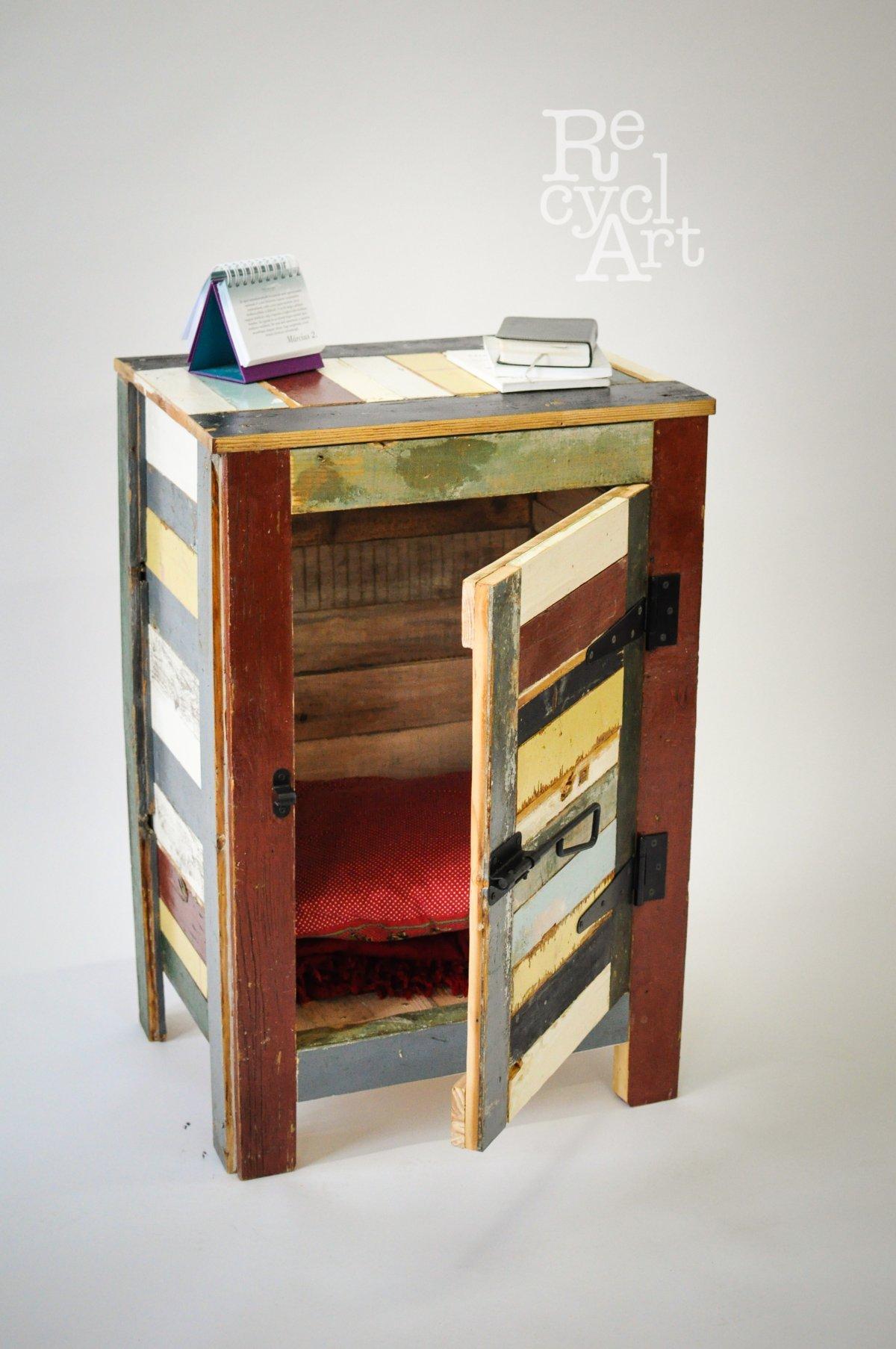 Kis színes szekrény a szoba ékességének •  Fotó: Recycl'Art