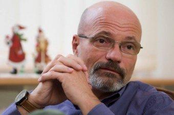Erdélyben tart előadásokat a szenvedélybetegségekről Zacher Gábor magyarországi toxikológus