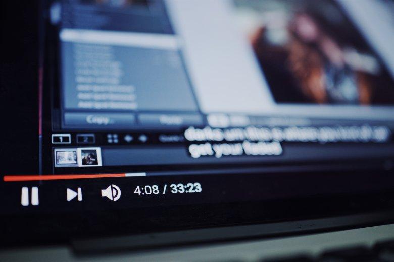 Több ezer dollárt hozott egy maneleénekesnek egy nők ellen uszító videoklip