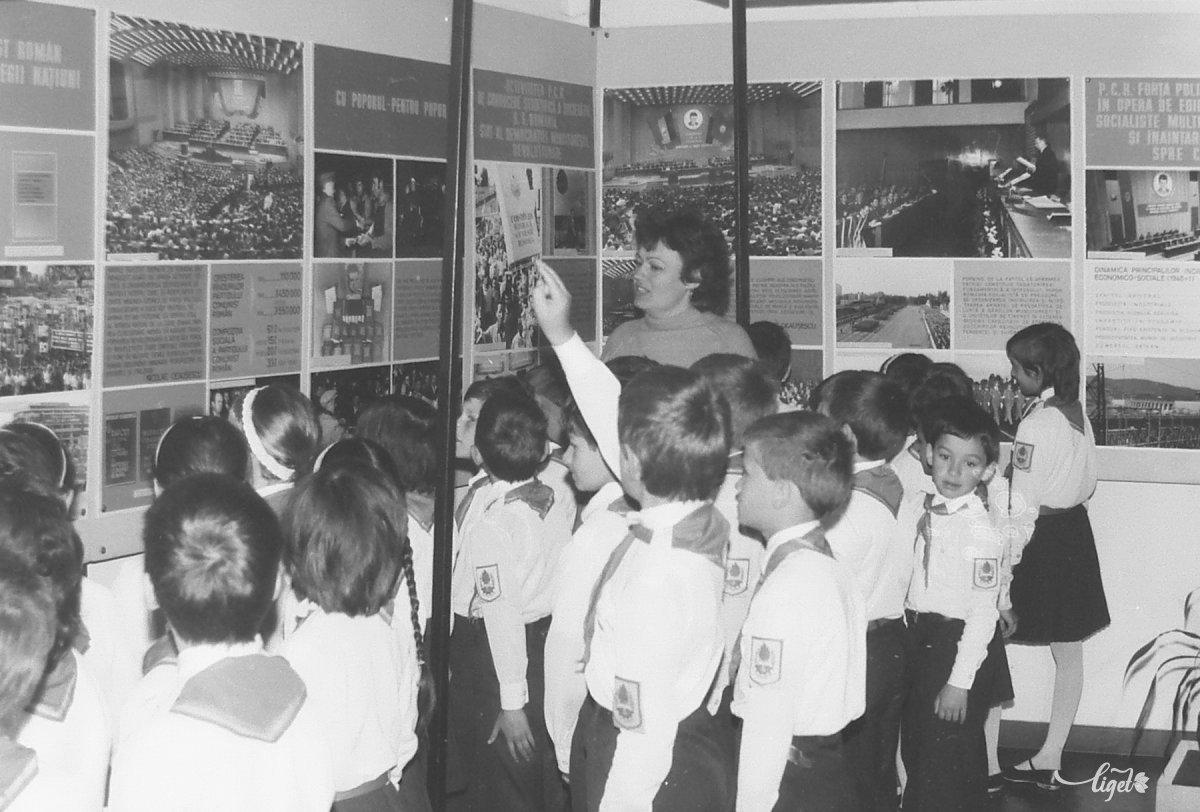 Kötelező látogatás a Ceaușescuról szóló kiállításon •  Fotó: A Csíki Székely Múzeum tulajdona