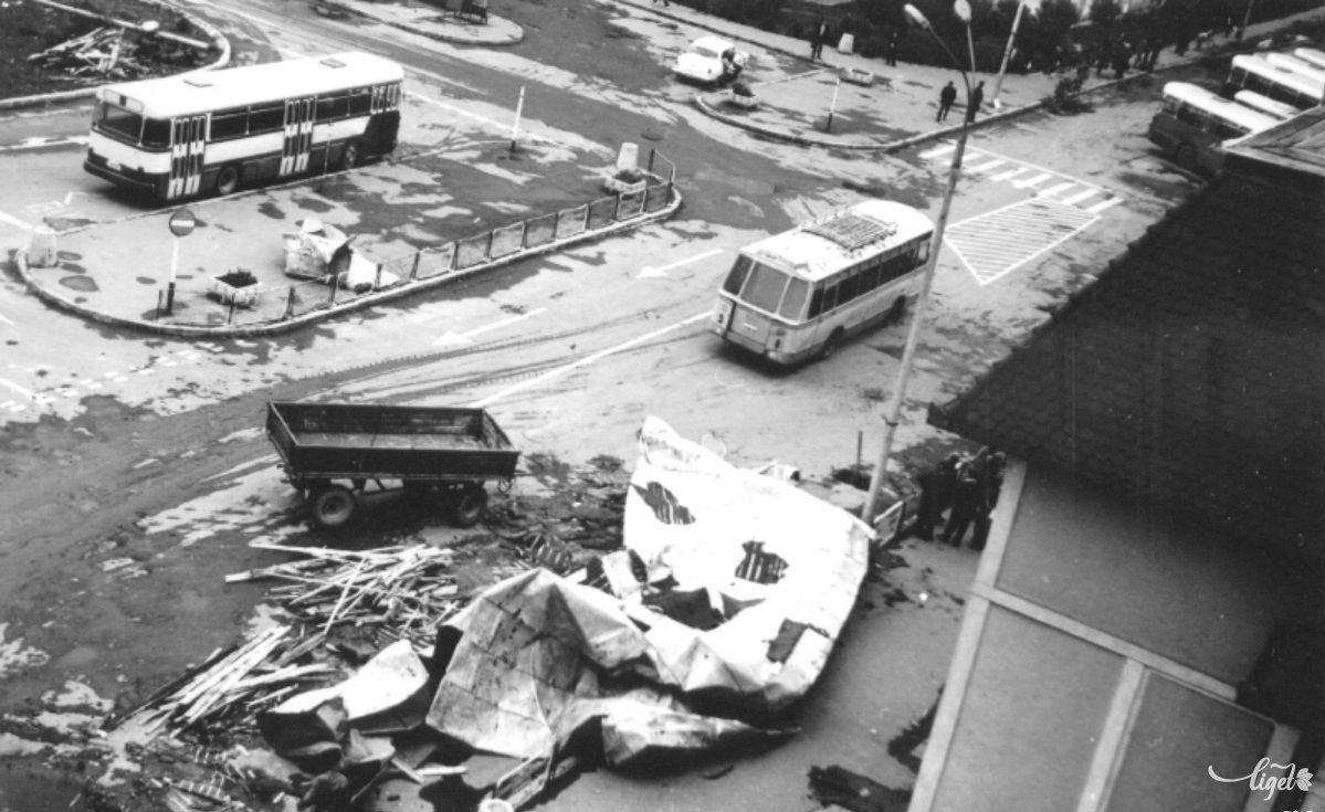 A csíkszeredai vasútállomás környéke az 1978-as júliusi nagy vihar után (Balogh Noémi és Birta Noémi gyűjtése) •  Fotó: A Nagy Imre Általános Iskola diákjainak gyűjtése