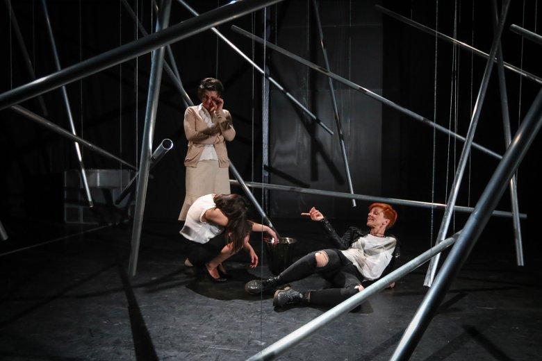 Káosz a színházban, majd szülinapi koncert a Mokkában