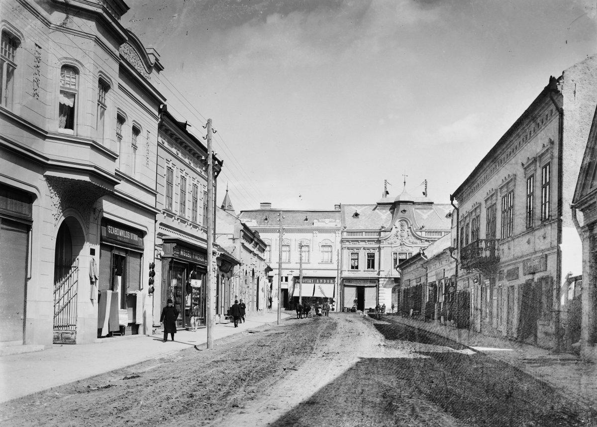 A Gál Sándor utca a Petőfi Sándor utca felé nézve - 1914 •  Fotó: Fortepan