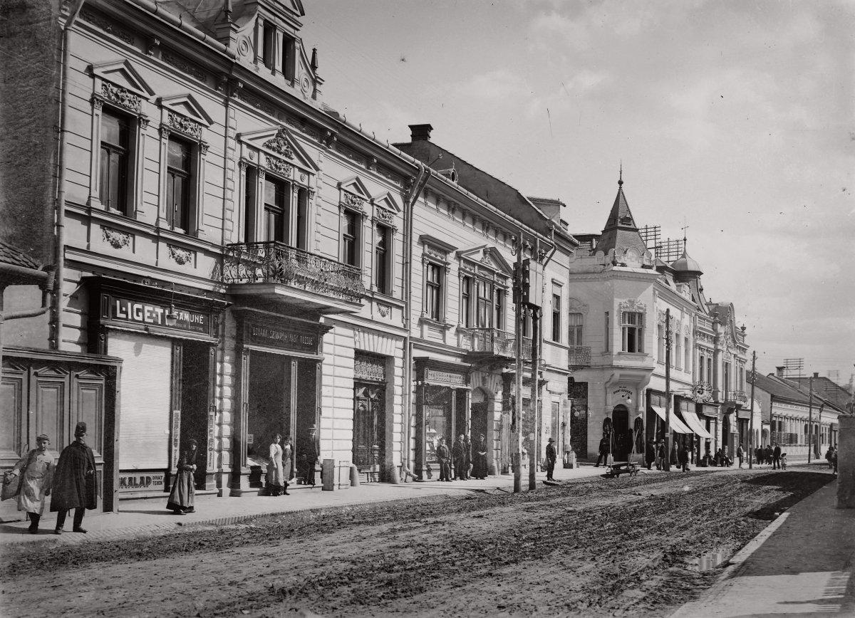 Petőfi Sándor utca, balra a Venczel József utca torkolata - 1914 •  Fotó: Fortepan