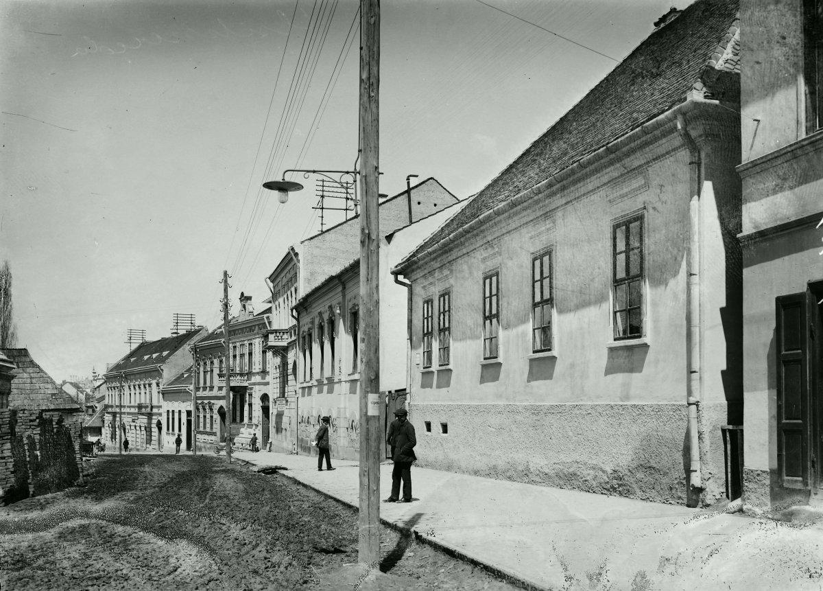 Petőfi Sándor utca a Kőrösi Csoma Sándor utcától a Majláth Gusztáv Károly tér felé nézve - 1914 •  Fotó: Fortepan