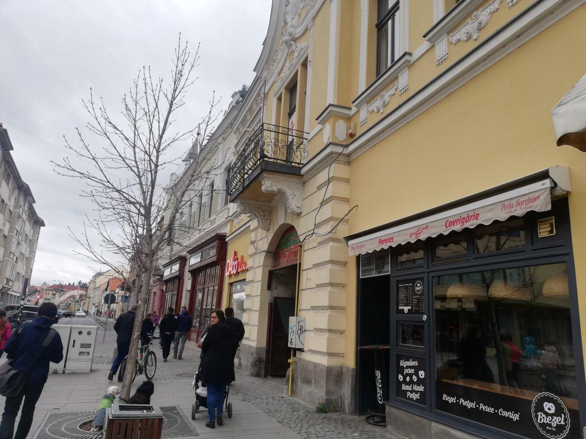 Az egykori Pototzky-ház, mellette a Hirsch-ház •  Fotó: Péter Beáta