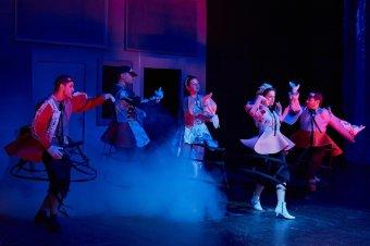 Spanyol udvarhölgyek a sétatéri színpadon. Nyerj jegyet a Las Meninas-ra!