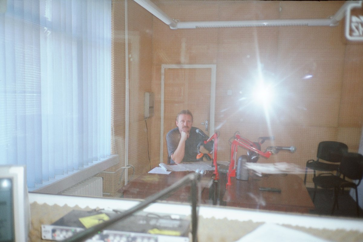 Balázs Árpád a rádió stúdiójában •  Fotó: Archív felvétel
