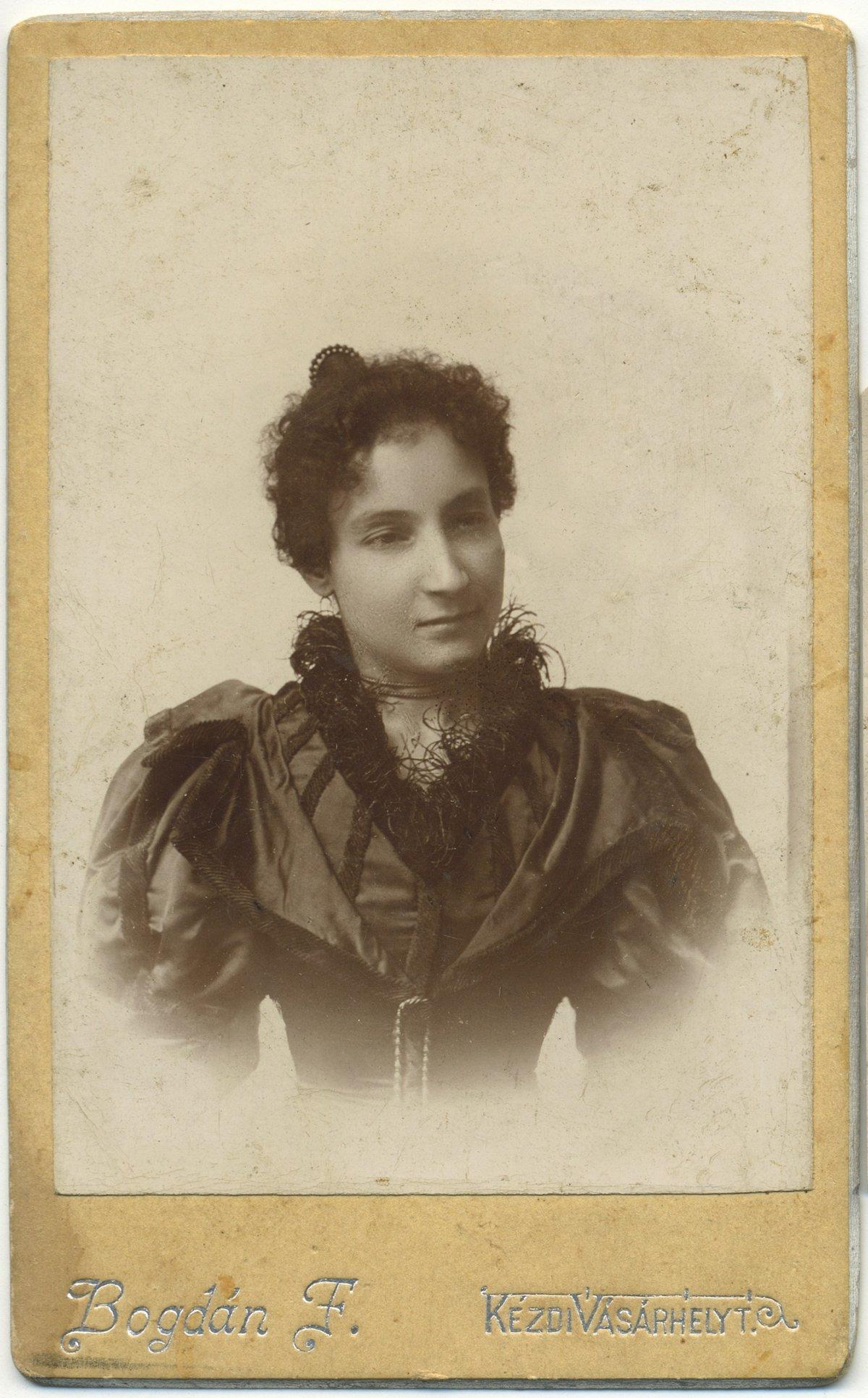 Bogdán Rozália, 1887 körül •  Fotó: Nagy Gyöngyvér személyes archívuma