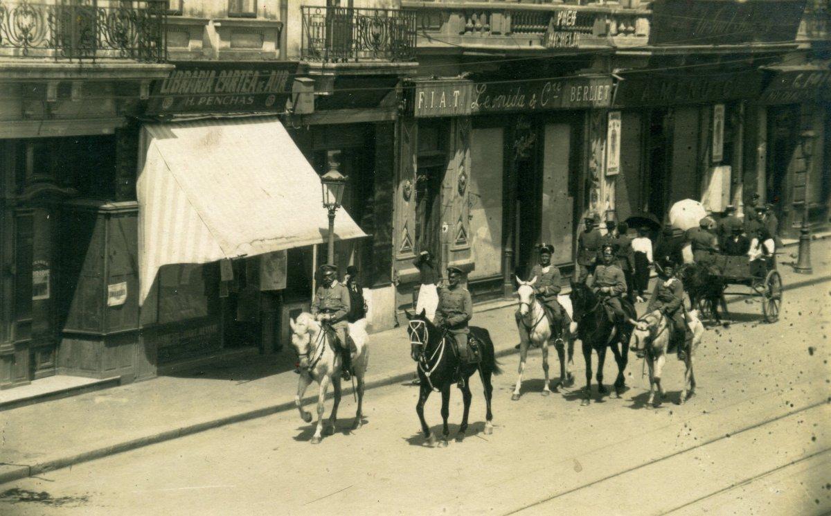 Mackensen tábornok bevonul Bukarestbe, 1917 •  Fotó: Molnár Attila gyűjteménye