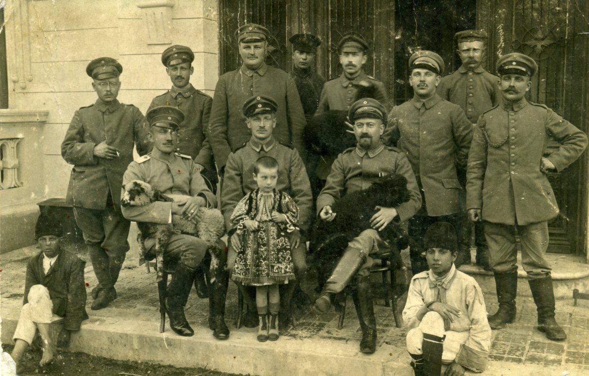 Román békekötés. Német delegáció Bukarestben, 1917 •  Fotó: Molnár Attila gyűjteménye