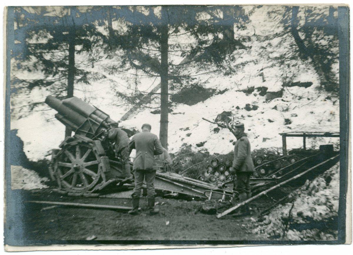 21-es német nehézágyú, a Magyaros visszavétele •  Fotó: Molnár Attila gyűjteménye