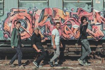 Egy banda Börvelytől Papolcig: ezúttal otthonról jelentkezik A Csajod