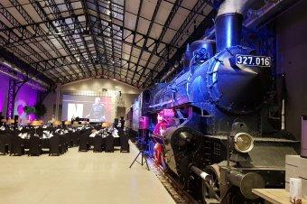 A kultúráért újjászülető ipari létesítmény: gála füstölgő mozdonnyal