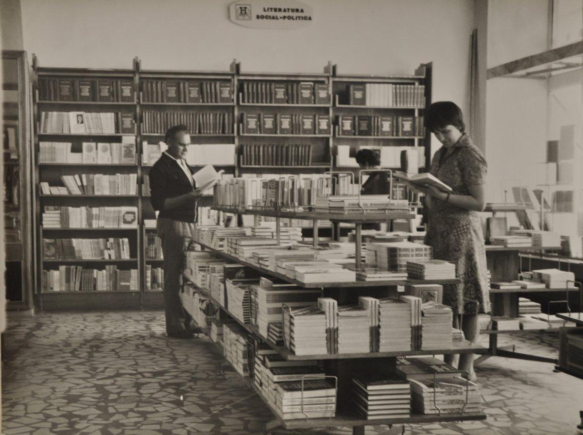 A Könyváruház a nyolcvanas években •  Fotó: Forrás: Csíki Székely Múzeum