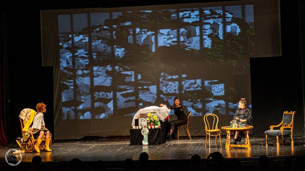Laila Ripoll: Atra bilis (Búskomorság). Teatrul Studio – Marosvásárhelyi Művészeti Egyetem •  Fotó: Mezey Koppány / Forrás: Unscene fesztivál