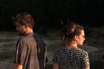 Nem is az összebogozódott kábelekről szól: új klip és új lemez a Kvabtól